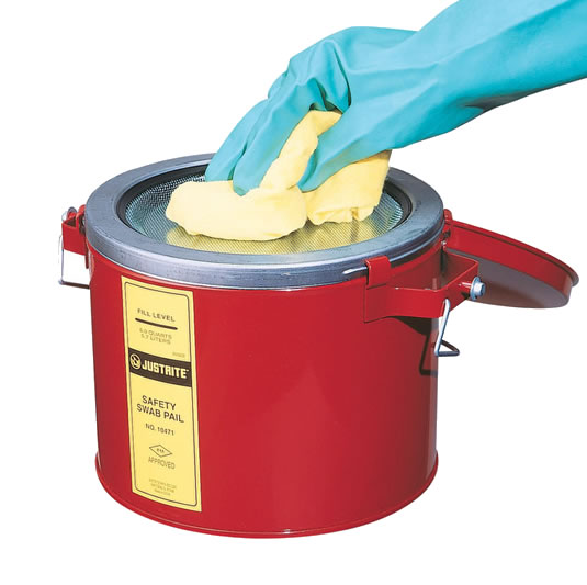 Latones metálicos para limpieza Justrite 10471 - 6 Litros - Color rojo